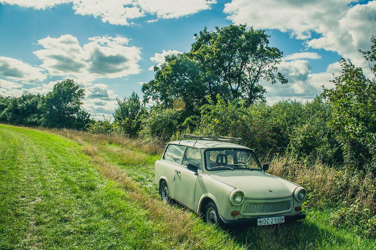 Mirka Sliacka – Trabant v tráve